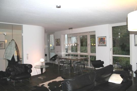 wohnzimmer-blick-zum-essbereich