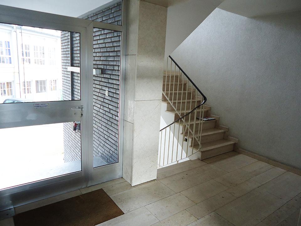 Freundliche 2-Zimmer-ETW Mit 2 Balkone In Guter Lage Von