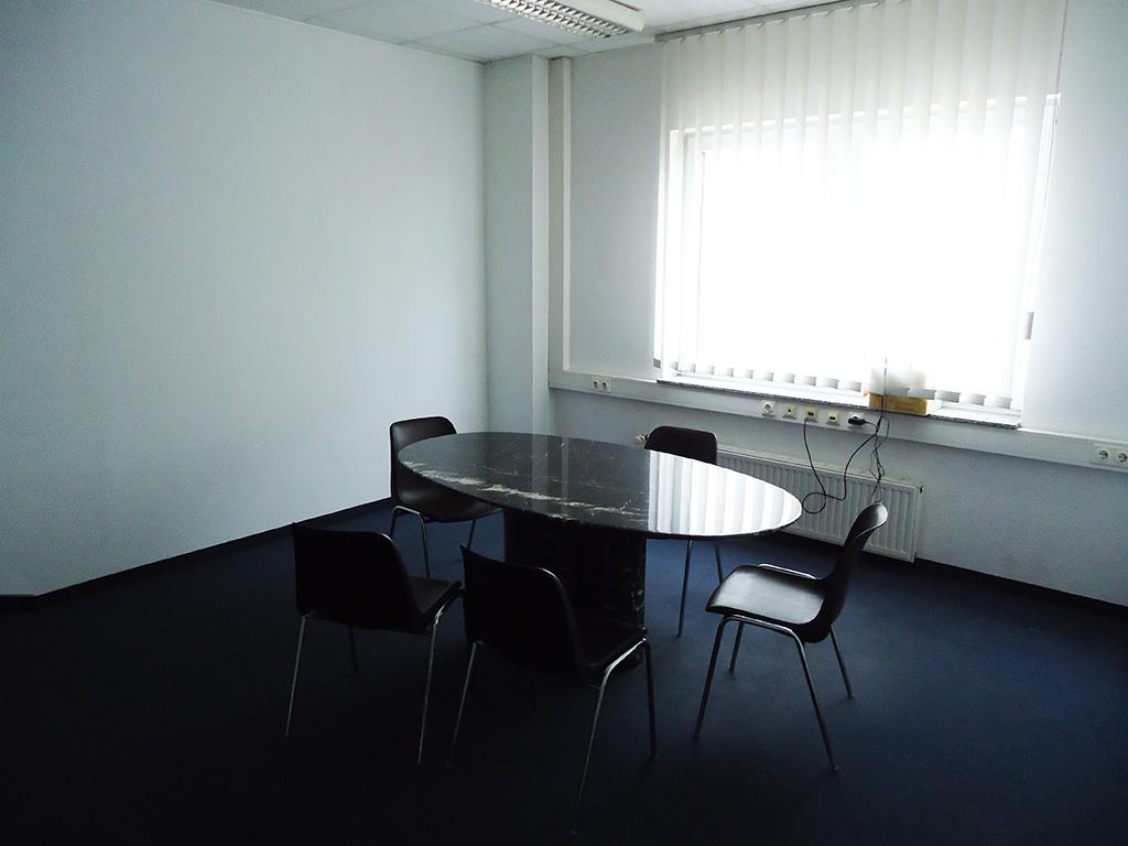 Moderne Halle mit Laderampe und Büroräume in Mönchengladbach-Rheydt ...